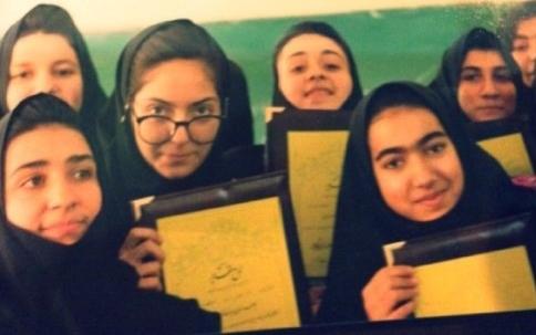 عکس مهناز افشار در دبیرستان