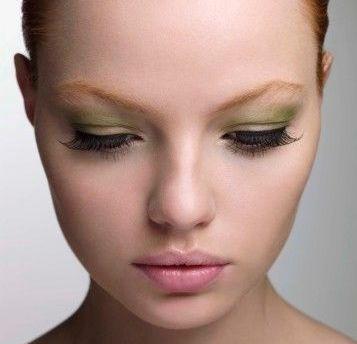آرایش صورت با پوست سفید و رنگ چشم سبز