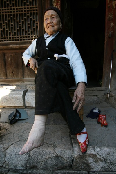 رسم وحشتناک چینیها برای زنان!! (+عکس) - Bitrin.com