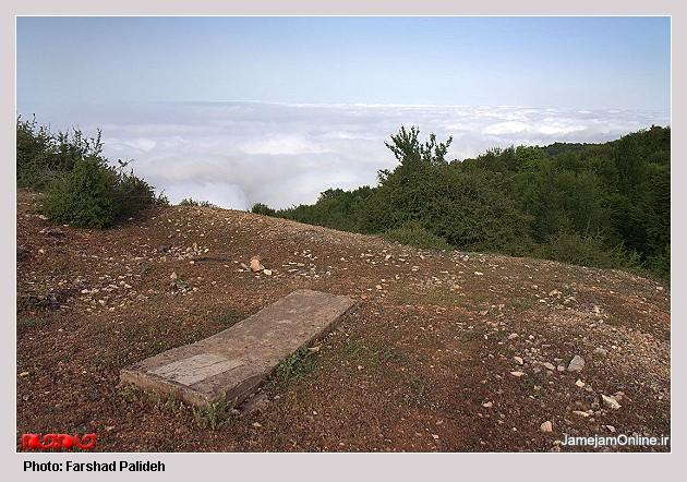 سنگ قبرهایی با قدمت بیش از 100سال