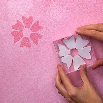 مرحله سوم پتینه دیوار,آموزش رنگ کردن و پتینه دیوار برای یک اتاق خواب دخترانه