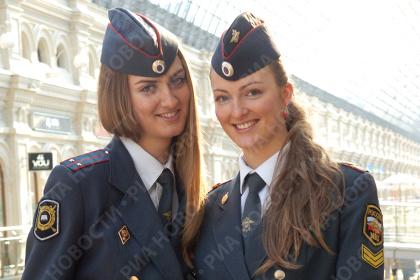 نقش پلیس زن در کشور روسیه آرامش و زیبایی است