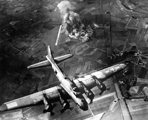جنگ جهانی دوم,جنگ جهانی,عکس جنگی,عکس جنگ جهانی,بمباران هوایی