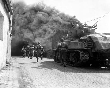 جنگ جهانی دوم,جنگ جهانی,عکس جنگی,عکس جنگ جهانی,حرکت سربازان