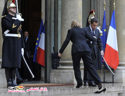 تصاویر هیلاری کلینتون وقتی که کفشهایش جا ماند!!
