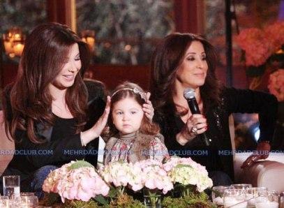عکس نانسی اجرم به همراه دختر و مادرش