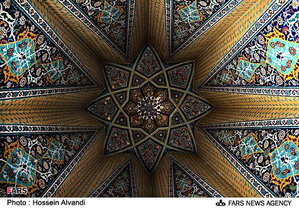 مقبره بابا طاهر عريان