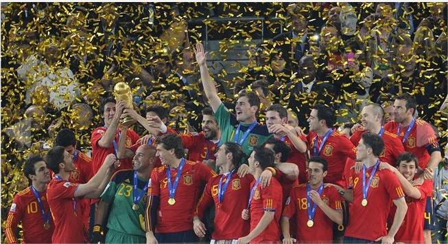 تصاویر اهدای جام جهانی به اسپانیا
