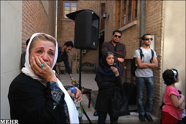 خواننده سوسن خانم برای صدا و سیما کار تبلیغی ساخته كه قرار است بزودی پخش شود. فروزنده که مسئولیت این گروه زیرزمینی را برعهده دارد اخیرا در گفتگویی