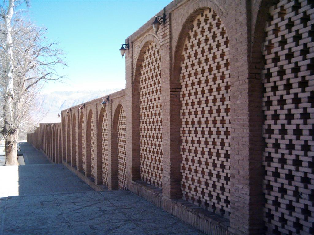 دیوارهای باغ شازده
