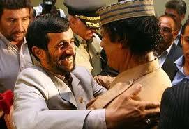 احمدی نژاد در آغوش قذافی