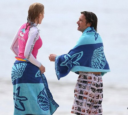 عکس هایی از شنا کردن نیکول کیدمن در سواحل سیدنی