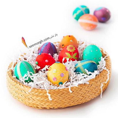 تزئین تخم مرغ عید با یک سبد حصیری