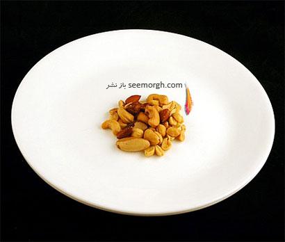 این غذاها تنها 200 کالری دارند,آجیل شور (33 گرم = 200 کالری Calories)