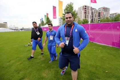 غول های طلایی وزنه برداری ایران وارد دهکده المپیک شدند/ تصاویر