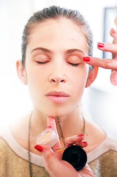 مرحله اول تصویری گام به گام آرایش چشم: در ابتدا سایه پشت پلک,آموزش و راهنمای تصویری گام به گام آرایش چشم,آموزش تصویری آرایش چشم مرحله به مرحله
