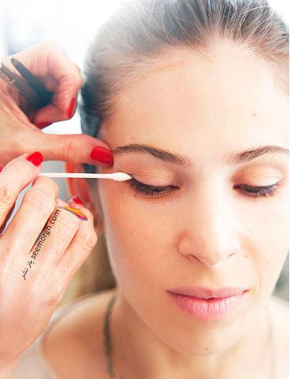 مرحله سوم تصویری گام به گام آرایش چشم: محو کردن این خط چشم,آموزش و راهنمای تصویری گام به گام آرایش چشم,آموزش تصویری آرایش چشم مرحله به مرحله