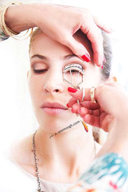 مرحله هفتم تصویری گام به گام آرایش چشم: استفاده از فرمژه,آموزش و راهنمای تصویری گام به گام آرایش چشم,آموزش تصویری آرایش چشم مرحله به مرحله