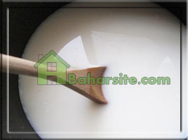 مرحله چهارم درست کردن پودینگ انار و پسته برای شب یلدا
