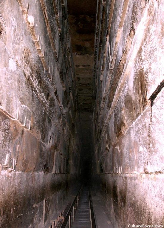 http://www.seemorgh.com/uploads/1392/09/inside_pyramid2.jpg