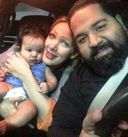 عکس رضا صادقی و همسر آلمانی اش در کنار دخترشان