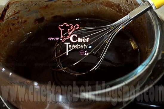 مرحله اول درست کردن شیرینی شکلاتی بدون فر برای نوروز,شیرینی,شیرینی شکلاتی,شیریی بدون فر,شیرینی شکلاتی بدون فر,