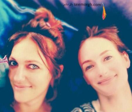 مریم اوزرلی در کنار خواهرش