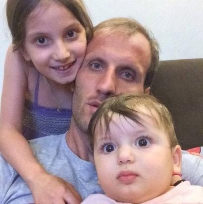 محسن بنگر و دو دخترش دریا و دنیز