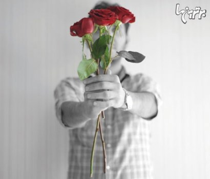 هدیه دادن,گل,هدیه دادن گل,آداب هدیه دادن گل را بیاموزید,گل دادن با دو دست برای هدیه دادن