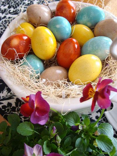 روش تزیین تخم مرغ با رنگ های طبیعی