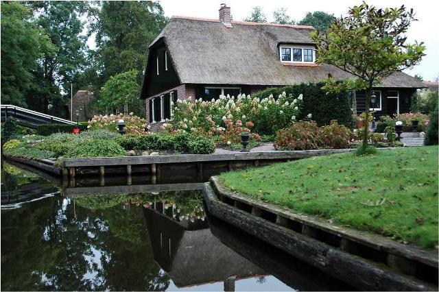 دهکدهای بسیار زیبا بدون حتی یک خیابان در هلند!! (تصویری)