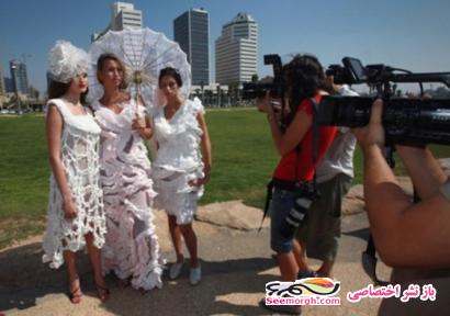 تصاویر عروسهایی که لباسهایشان از دستمال توالت ساخته شده است
