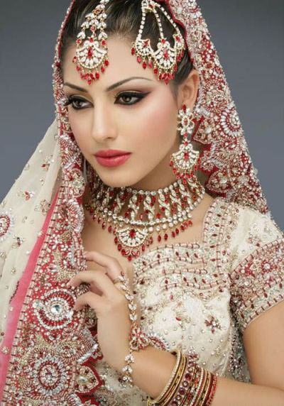 [تصویر:  Indian_Brides_with_Eastern_Makeup_1.jpg]