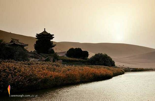 [تصویر:  The-Crescent-Lake-Oasis5.jpg]