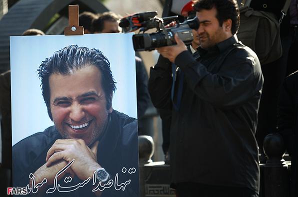عکس: فرزاد حسنی در حال گریه کردن! www.TAFRIHI.com