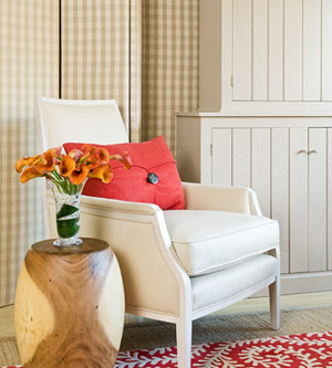 کاناپه یا مبل راحتی یک عضو الزامی دیگر در اتاق خواب است,نکات طلایی برای تغییر دکوراسیون اتاق خواب,دکوراسیون اتاق خواب,تغییردکوراسیون اتاق خواب