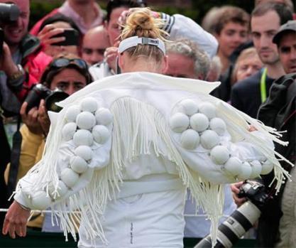 تصویر: لباس جالب زن تنیسور آمریکایی