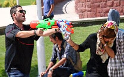 عکس   عكسهای حضور دختران و پسران در جشن آبپاشی پارک آب و آتش تهران