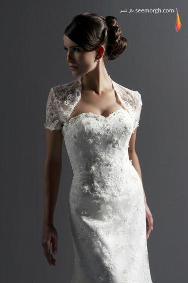 Описание: Кружевное платье с длинным рукавом.