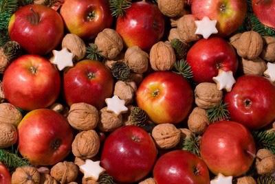 تزیین سیب قرمز برای شب یلدا