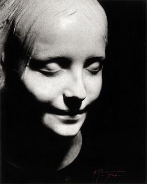 عکس زن زیبای مرده