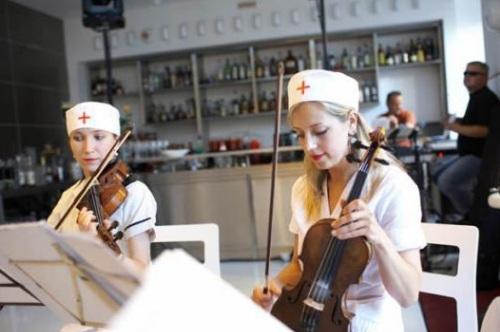 تصاویر رستورانی شبیه بیمارستان!! www.TAFRIHI.com