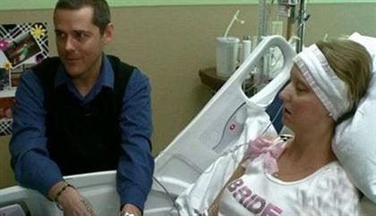فداکاری عجیب یک مرد ازدواج با دوست سرطانی در بیمارستان + عکس