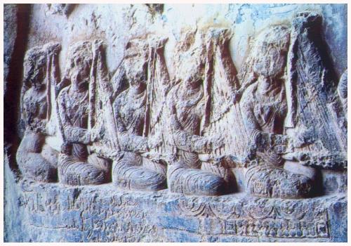 چنگ باستانی در کنده کاری های سنگی پارسیان