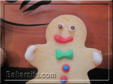 مرحله شانزدهم درست کردن شیرینی آدمکی برای کریسمس