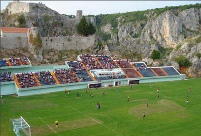 تصاویر عجیب ترین استادیوم های فوتبال دنیا