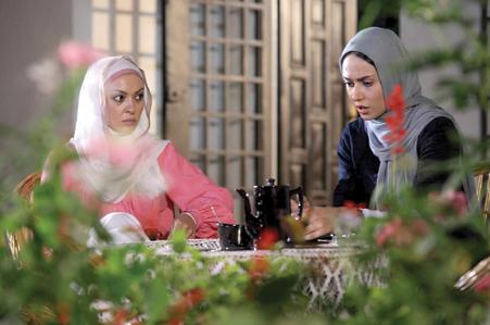 زیبا بروفه و پریناز ایزدیار در فیلم استخر
