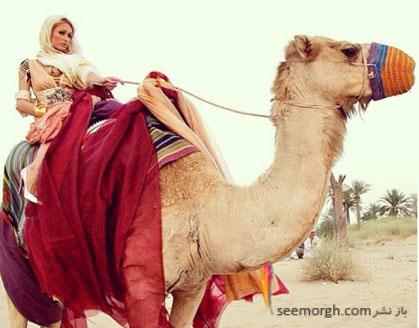 www.ysame.ir - شتر سواری زن بازیگر هالیوودی در دوبی