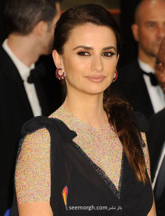 http://www.seemorgh.com/uploads/1392/12/penelope-cruz-2014-vanity-fair-oscar-party.jpg