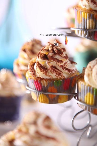 مافین های وانیلی تزئین شده با پودر قهوه برای ماه رمضان